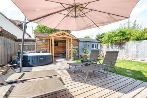 5 bedroom detached house for sale - Worplesdon Road, Guildford
