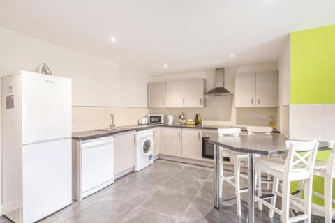 2 bedroom flat - Flat 1 Lord Tennyson House 72 Rasen Lane, Lincoln, LN1 3HD