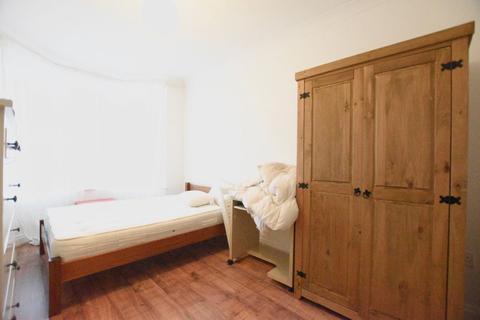 5 bedroom semi-detached house to rent - Lyttelton Road, E10