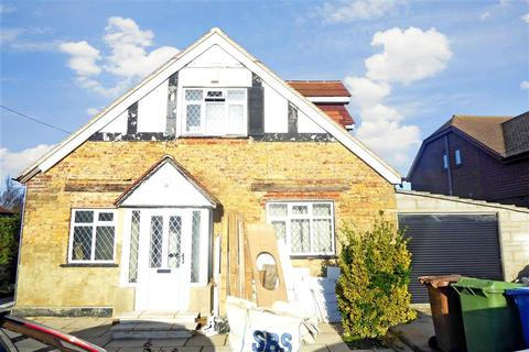 3 bedroom detached bungalow for sale - Cliff Gardens, Minster On Sea, Sheerness, Kent