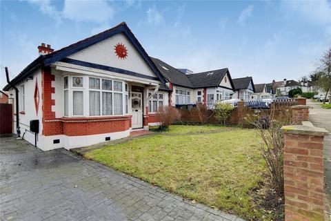 3 bedroom bungalow - Hillcroft Crescent, Wembley, HA9