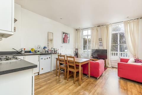 3 bedroom flat - St. John's Crescent, Brixton