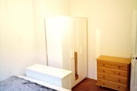 1 bedroom flat share to rent - CHAMPLAIN HOUSE , WHITE CITY ESTATE, WHITE CITY, LONDON W12