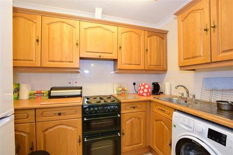 1 bedroom flat - Fairfield Road, Broadstairs, Kent