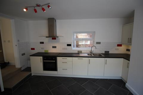 2 bedroom flat to rent - The Flat, 47 Swinegate, Grantham