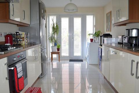 3 bedroom townhouse for sale - Derwen Fawr Road, Sketty, Swansea, City and County of Swansea. SA2 8ED