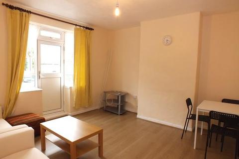 3 bedroom flat to rent - Charnock House, White City Estate, W12 7QX