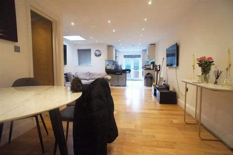 5 bedroom terraced house - Nursery Road, London N14
