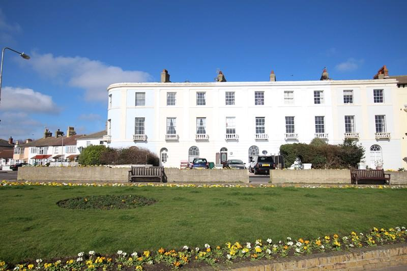 7 Bedrooms Block Of Apartments Flat for sale in The Parade, Walton On The Naze