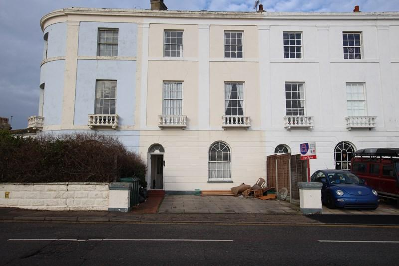 2 Bedrooms Block Of Apartments Flat for sale in The Parade, Walton On The Naze