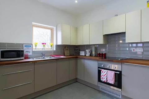 1 bedroom in a flat share to rent - 1 Broad Lane
