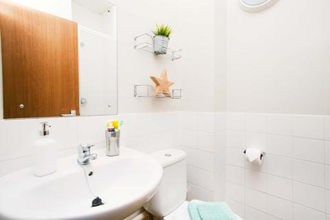 1 bedroom flat share - Marketgate