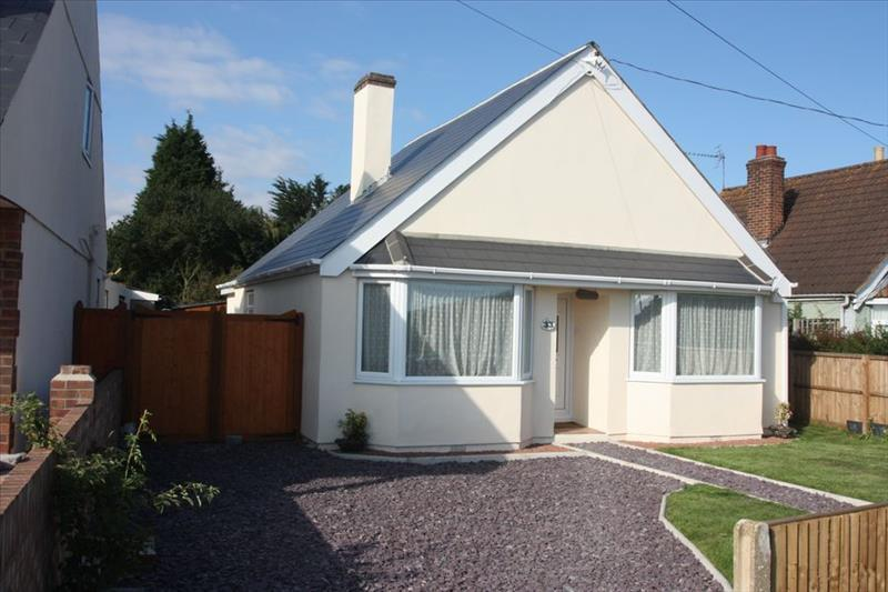 3 Bedrooms Bungalow for sale in Frinton Road, Thorpe le Soken, CLACTON ON SEA