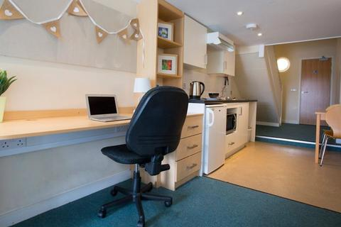 1 bedroom flat share - Newland