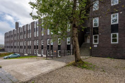 1 bedroom in a flat share to rent - Roseangle, DD1 4LZ