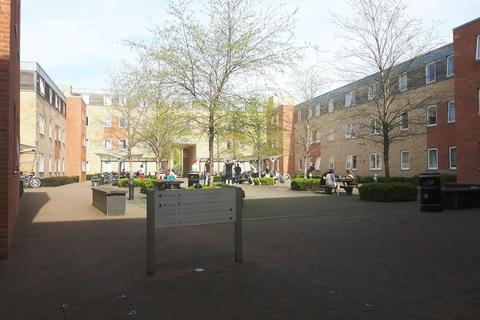 1 bedroom in a flat share to rent - Troy Close, 8