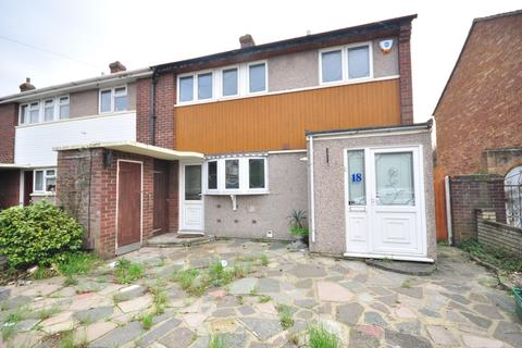 3 bedroom end of terrace house to rent - Lansbury Avenue, Chadwell Heath, RM6