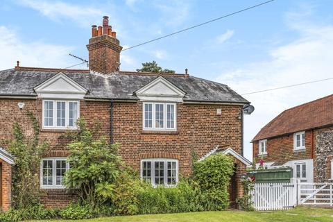 4 bedroom cottage - Leaves Green Road, Keston
