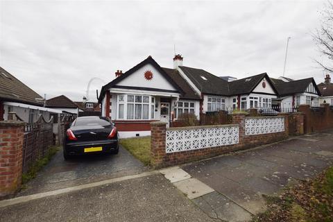 3 bedroom semi-detached bungalow - Hillcroft Crescent, Wembley