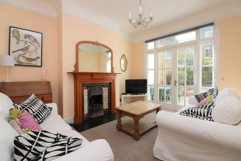 4 bedroom terraced house - Ridgdale Street, Bow, E3