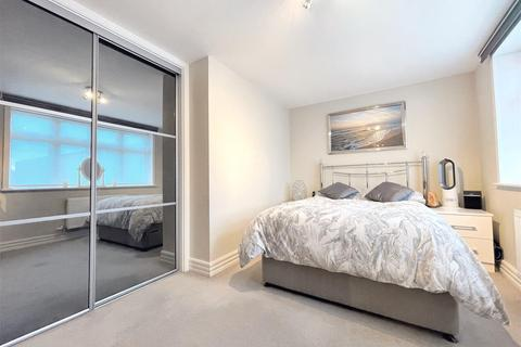 2 bedroom flat - Field End Road, Ruislip