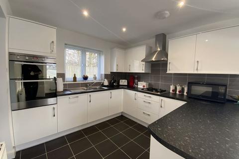 3 bedroom detached house for sale - Brook Close, Hyde