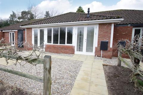 2 bedroom bungalow for sale - Crown Road, Buxton, Norwich