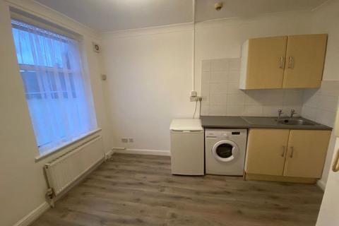 Studio to rent - Blackboy Lane, London