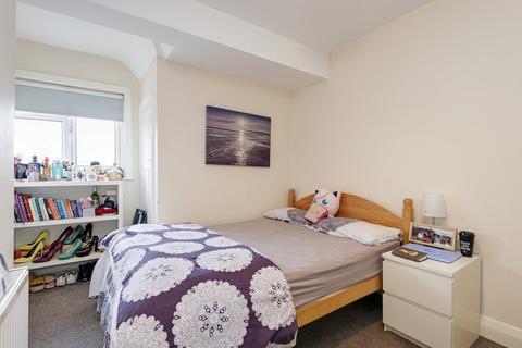 4 bedroom flat share to rent - Gunnersbury Lane, London, W3