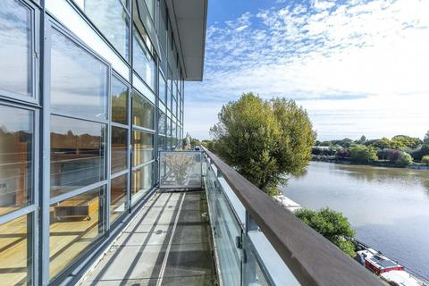 1 bedroom apartment to rent - Point Wharf Lane, Brentford, TW8