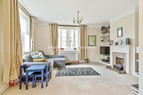 3 bedroom flat - Watchfield Court, London W4