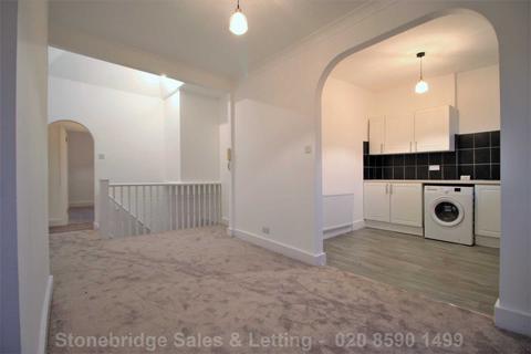 2 bedroom flat to rent - High Road, Sevenkings IG3