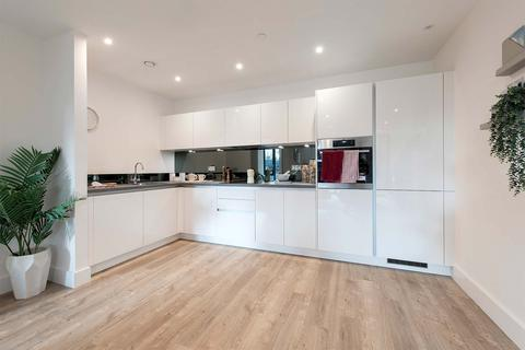 2 bedroom apartment - Plot A1, Core A - 2 Bedroom Apartment at Staines Upon Thames, High Street, Staines Upon Thames TW18