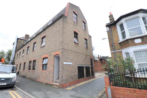 2 bedroom flat to rent - Priory Avenue, Walthamstow, E17