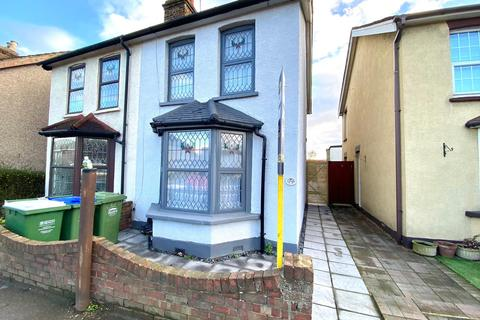 3 bedroom semi-detached house - Mayplace Road , London DA7
