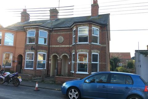 2 bedroom end of terrace house - Central Road, Leiston