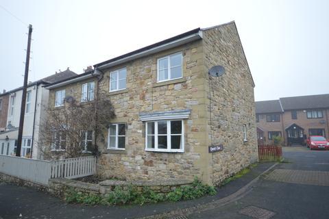 3 bedroom semi-detached house - Queens Close, Acomb, Hexham
