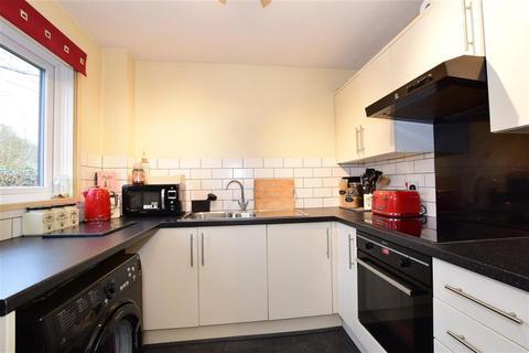 2 bedroom ground floor flat for sale - Armstrong Close, Dagenham, Essex