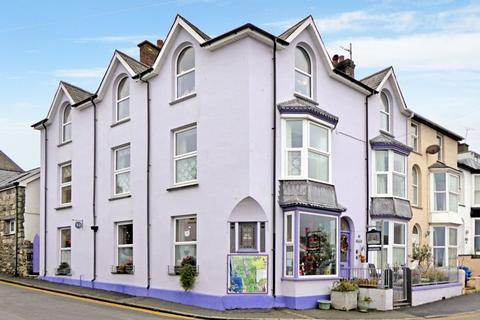 7 bedroom end of terrace house for sale - Criccieth