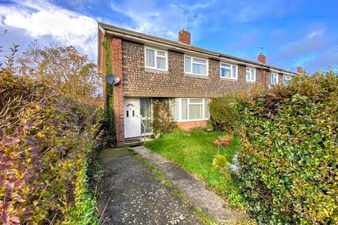 3 bedroom end of terrace house for sale - Quarrendon Avenue, Aylesbury