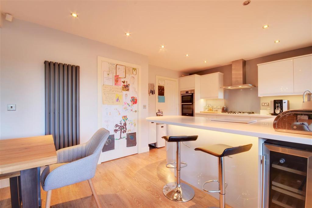 Open Plan Dining Kitchen & Family Area