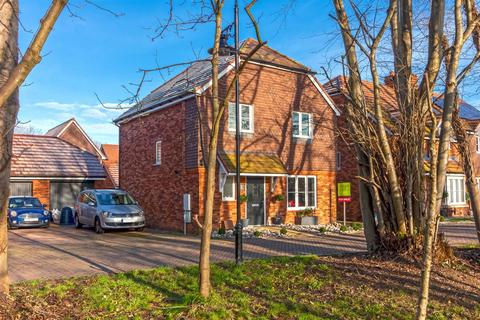 4 bedroom detached house for sale - Skylark Rise, Worthing