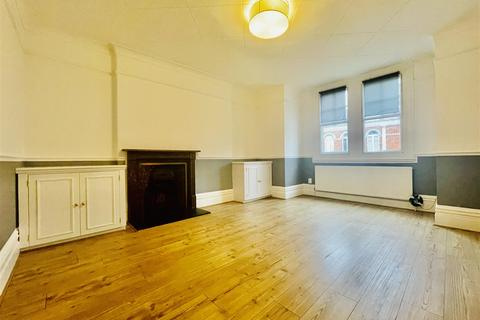 2 bedroom flat for sale - Huguenot Place, London