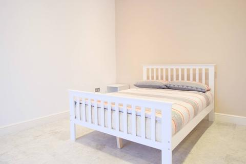 1 bedroom house share to rent - Eastern Avenue , Ilford , London  IG2