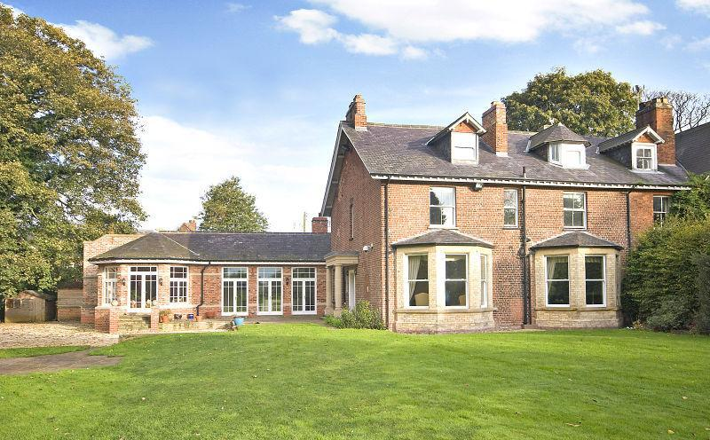 5 Bedrooms Semi Detached House for sale in Court House Lane, Shipton By Beningbrough, York, YO30
