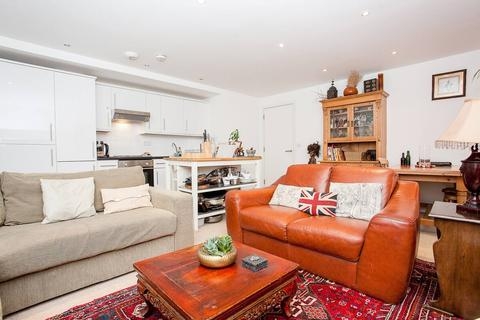 2 bedroom apartment - 54 Commercial Road, London E1