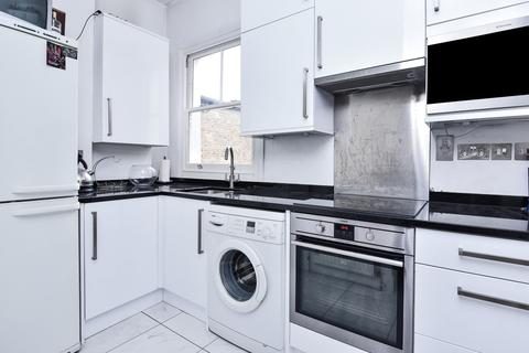 2 bedroom flat - Trevelyan Road Tooting SW17