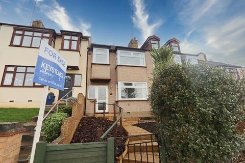 3 bedroom terraced house for sale - Mashiters Hill, Romford, RM1