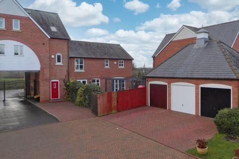 3 bedroom mews to rent - St. Clements Court, Weston, Cheshire