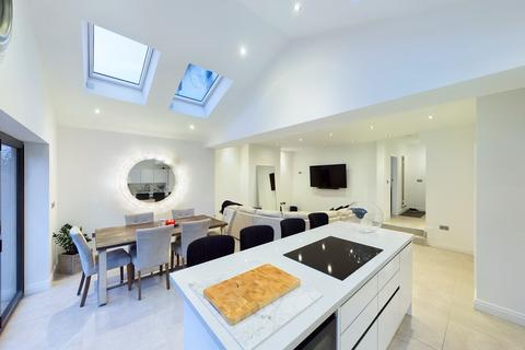 4 bedroom semi-detached house for sale - Pool House Road, Poynton, Stockport, SK12
